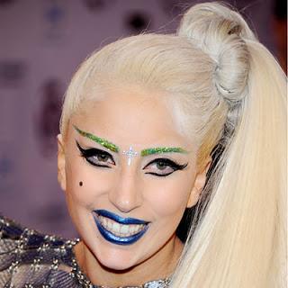 lady-gaga-green-eyebrows (1)